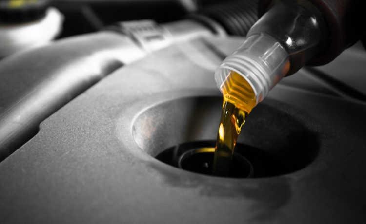 http://gerencieme.sejamaior.com.br/Content/imgNoticias/Biosolvit-Novo/670f93_50-750-oleo-lubrificante-750.jpg