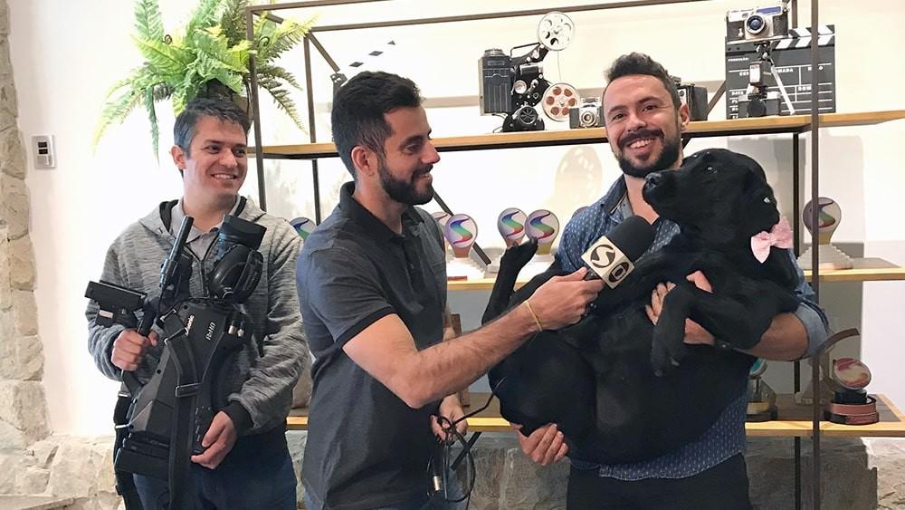 TV RIO SUL GRAVA MAT?ëRIA COM MASCOTE DA PRODUTORA